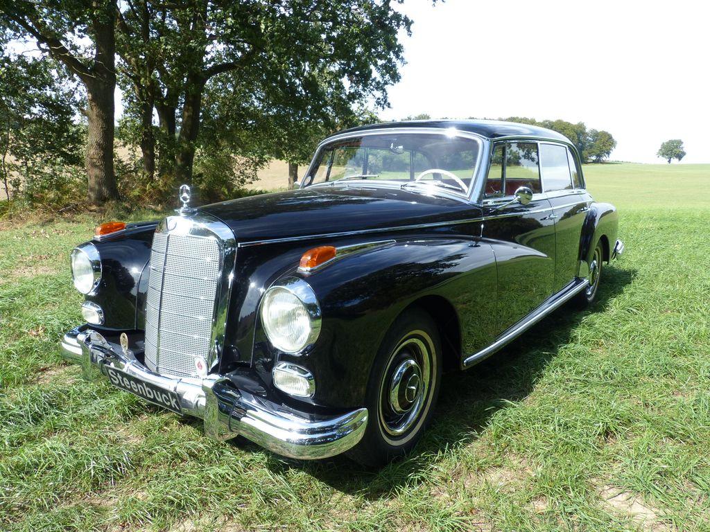 Mercedes-Benz 300 d